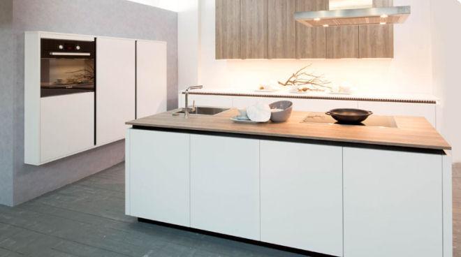 Keuken Wit Mat : Wit mat en bardolia hout.